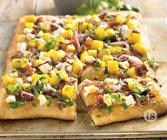 Sweet Mango Flatbread Pizza Recipe │This delicious flatbread pizza is easy to assemble and quick to prepare - it will become a favorite!