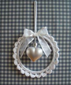 66 ideas for crochet heart ornament projects Crochet Home, Crochet Gifts, Crochet Motif, Crochet Flowers, Crochet Patterns, Wire Crochet, Crochet Christmas Ornaments, Crochet Snowflakes, Handmade Ornaments