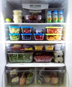 Organization: Back To School Organized Fridge.all ready for back to school!all ready for back to school! Kitchen Pantry, Kitchen Storage, Kitchen Dining, Kitchen Decor, Refrigerator Organization, Pantry Organization, Organized Fridge, Fridge Storage, Refrigerator Cleaning