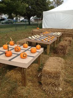 Fun DIY pumpkin checkers and tic-tac-toe idea-- love this for a fall harvest party!