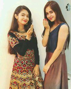 Anushka sen and janat zubair Cute Girl Face, Cute Girl Photo, Indian Tv Actress, Indian Actresses, Most Beautiful Indian Actress, Beautiful Actresses, Teen Celebrities, Bollywood Celebrities, Dress Name