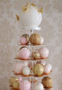The latest wedding cake trend for brides are Temari wedding cake balls inspired by Japanese hand balls for kids to bounce and dribble. Temari wedding cake balls is agreat wedding cake idea. Unconventional Wedding Cake, Unusual Wedding Cakes, Unique Cakes, Creative Cakes, Wedding Cake Balls, Small Wedding Cakes, Small Weddings, Cake Wedding, Wedding Menu