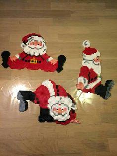 Mikuás hama gyöngy Pearler Bead Patterns, Perler Patterns, Craft Patterns, Hama Perler, Diy Perler Beads, Pixel Art Noel, Christmas Perler Beads, Peler Beads, Plastic Canvas Christmas