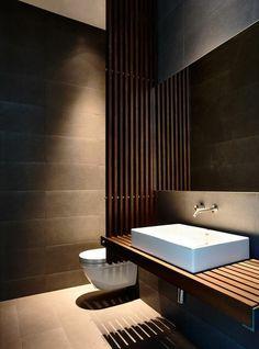ultramodernes badezimmer mit waschtisch aus massivholz