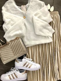 Gold And White Outfit, White And Gold Sneakers, Gold Outfit, Gold Pleated Skirt, Pleated Skirt Outfit, Skirt Outfits, Sneakers Outfit Casual, Casual Outfits, Superstar Outfit