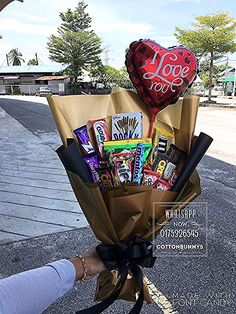 for best friends candy Cute Birthday Gift, Birthday Gifts For Best Friend, Diy Birthday, Best Friend Gifts, Bouquet Cadeau, Gift Bouquet, Candy Bouquet, Bf Gifts, Diy Gifts For Boyfriend