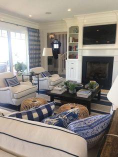 Awesome 45 Comfy Coastal Living Room Decor and Design Ideas https://homeylife.com/45-comfy-coastal-living-room-decor-design-ideas/ #coastalstylefashion