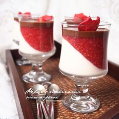 Laskominy od Maryny: Pohár s malinami a mascarpone No Bake Desserts, Delicious Desserts, Sweet Bar, Czech Recipes, Mousse Cake, Pavlova, Amazing Cakes, Sweet Recipes, Panna Cotta