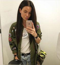 Beautiful @berendziayeva🔝via @chicnchic_factory ✔️ ••••• #fashion #fashionblogger #fashioninspiration #fashionista #fashiongoals #fashiongirl #instafamous #instafollow #instapic #instafashion #ootd #outfitoftheday #streetstyle #streetfashion #military #beautifulwomen #beauty #naturalhair #naturalbeauty #stylish #baglovers #valentinowomen #balmain #chique_fashion_trends