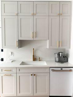 Grey Kitchen Cabinets, Kitchen Cabinet Colors, Kitchen Redo, Home Decor Kitchen, Kitchen Interior, Home Kitchens, White Kitchen Appliances, Kitchen Backsplash, Different Color Kitchen Cabinets
