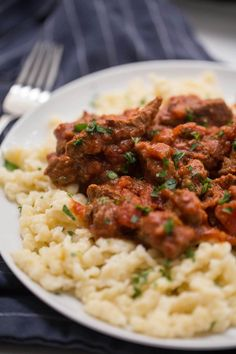 Hungarian Goulash Recipe Easy Goulash Recipes, Beef Recipes, Cooking Recipes, Healthy Recipes, Healthy Meals, What's Cooking, Cooking With Ground Beef, Slow Cooked Beef, Hungarian Cuisine