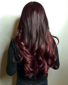 15 Mahogany Hair Color Shades You Have to See Dark Auburn Hair, Dark Red Hair, Hair Color Dark, Color Red, Age Beautiful Hair Color, Beautiful Long Hair, Dark Mahogany Hair, Mahogany Hair Colors, Colorful Highlights In Brown Hair