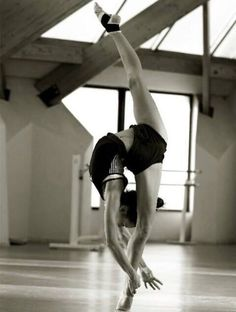 Can yoga increase flexibility? When you started your yoga practice, you likely had weight loss or tension release in mind. Dance Like No One Is Watching, Dance Movement, Dance Class, Poses References, Dance Poses, Ballet Photography, Gymnastics Photography, Ballet Beautiful, Modern Dance