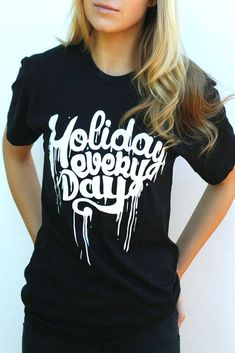 Camiseta de manga corta negra modelo Holiday Everyday de Weekend Society