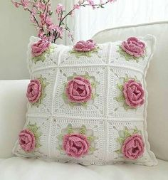 Today, we are going to discuss the most stunning single crochet patterns and designs. Single crochet patterns are such part of home interior and decor which does not require lots of hassle. Crochet Pillow Cases, Crochet Pillow Patterns Free, Crochet Cushion Cover, Crochet Cushions, Granny Square Crochet Pattern, Crochet Flower Patterns, Crochet Squares, Crochet Motif, Crochet Designs