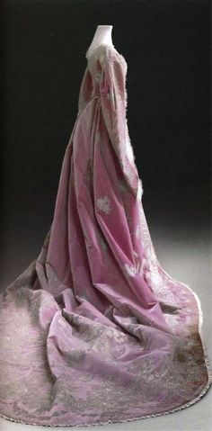 Court dress worn by the young Maria Feodorovna, 1860s. Dress from the Historical State Museum (Moscow)