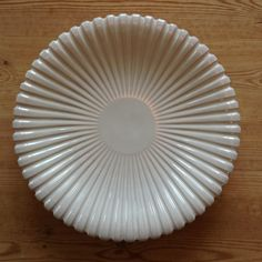 This Big table plate is made by Danish Eslaū.