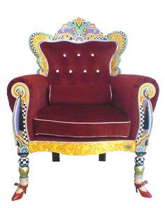 Ein wenig königliches Gefühl im Wohnzimmer gefällig? Kein Problem mit diesem einzigarten TOMS DRAG THRON aus der pompösen Versailles Collection - erhältlich in unserem Online Shop www.amaru-design.com