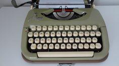 Schreibmaschine  Princess Gotthardt von freigeistdesign auf Etsy Typewriter, Etsy, Vintage, Free Spirit, Nice Designs, Ghosts, Vintage Comics