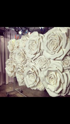 Oversized paper roses for a background Giant Paper Flowers, Big Flowers, Faux Flowers, Fabric Flowers, Paper Flower Wall, Paper Flower Backdrop, Diy Fleur, Diy And Crafts, Paper Crafts