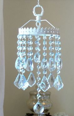 New Diy Jewelry Crystal Sun Catcher Ideas Crystal Wind Chimes, Diy Wind Chimes, Hanging Crystals, Diy Crystals, Diy Chandelier, Chandeliers, Arts And Crafts, Diy Crafts, Garden Crafts