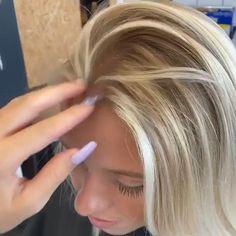 Thin Blonde Hair, Short Platinum Blonde Hair, Blonde Hair Looks, White Blonde Bob, Blonde Guys, Grey Hair Styles For Women, Medium Hair Styles, Wigs For Black Women, Curly Hair Styles