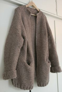 Hooded jacket Norwegian pattern Source by crimsonmischief Cardigan Pattern, Knit Cardigan, Easy Yarn Crafts, Norwegian Knitting, Pullover, Knit Fashion, Knitting Socks, Pulls, Traditional Outfits