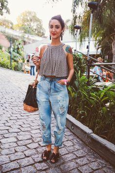Jeans largo rasgado Blusa curtinha estampada