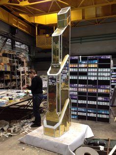 """Башня Меркурий, Москва Сити. макет 3.2 м высотой. изготовлен из золотого композитного материала, со вставками из светопрозрачного пластика с печатью """"окна"""", внутри подсветка"""