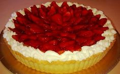 Tarta de frutillas y chantilly Gourmet Recipes, Dessert Recipes, Desserts, 17 Kpop, Sweet Pie, Pastry And Bakery, Fruit Tart, Cake Shop, International Recipes
