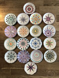 Discover thousands of images about Stippen in style bordjes Dot Painting Tools, Dot Art Painting, Rock Painting Designs, Mandala Painting, Pottery Painting, Ceramic Painting, Mandala Art, Stone Painting, Mandala Painted Rocks