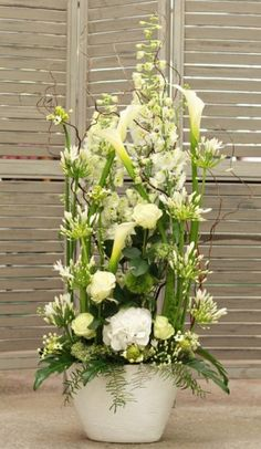 wedding flowers, white and green bridal arrangement, France, mariage, composition fleurie, callas blancs, agapanthes, hortensias