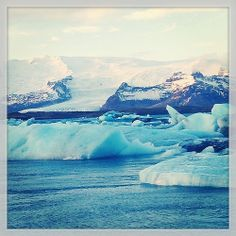 A perfect day in #Iceland: icebergs float in the glacial lagoon at Jokulsarlon