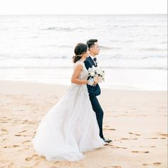 We're sharing the picture-perfect wedding of the creative duo behind @happilyeveretched #onIBTtoday at none other than the gorgeous @fsmaui. These beachfront nuptials will take your breath away! (Link in Profile, Photo by @jennabechtholt, Dress by @bhldn,