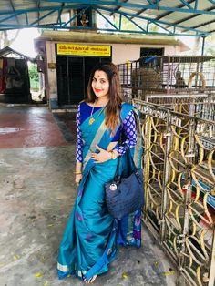 Saree love Latest Saree Blouse, Silk Saree Blouse Designs, Stitching Dresses, Stylish Blouse Design, Designer Blouse Patterns, Stylish Sarees, Blouse Models, Saree Look, Elegant Saree
