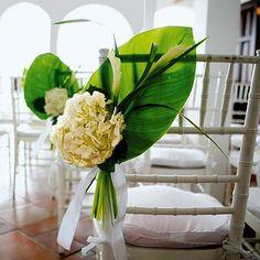 Ideas for wedding decorations church aisle style Wedding Fair, Trendy Wedding, Perfect Wedding, Palm Wedding, Crazy Wedding, Hawaii Wedding, Elegant Wedding, Destination Wedding, Church Wedding Decorations Aisle