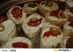 Opilá pomazánka Vlasty Buriana recept - TopRecepty.cz Holidays And Events, Sushi, Pesto, Cheesecake, Food And Drink, Appetizers, Favorite Recipes, Ethnic Recipes, Hana