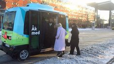 El autobús lanzadera sin conductor forma parte del proyecto Drive Sweden y ya trasporta pasajeros en Estocolmo.