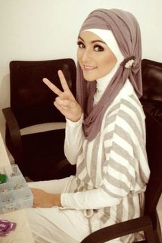Hijab Fashion 2016/2017: Hijab style Hijab Fashion 2016/2017: Sélection de looks tendances spécial voilées Look Descreption Hijab styleWOMENS FASHION :  NIQAB ,نِقاب , ABAYA , عباية ,عباءةʿ عبايات ʿعباءاتʿ , ABA , HIJAB , حجاب More Pins Like This At FOSTERGINGER @ Pinterest