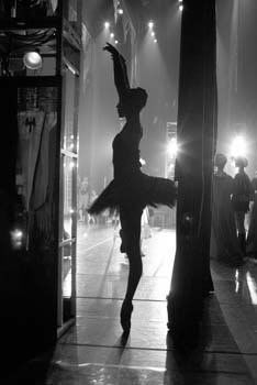 ballet dancers on stage - photo #35