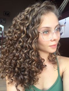 82 fun and sexy hairstyles for naturally curly hair - Hairstyles Trends Colored Curly Hair, Wavy Hair, Curly Perm, Highlights On Curly Hair, Thick Curly Hair, Curly Bangs, Perm Hair, Permed Hairstyles, Pretty Hairstyles