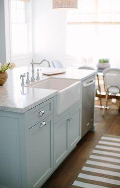 Ideas for kitchen island layout ideas white cabinets - Kitchen - Best Kitchen Decor! Kitchen Island With Sink And Dishwasher, Farmhouse Kitchen Cabinets, Painting Kitchen Cabinets, Kitchen Cabinet Design, Kitchen Paint, New Kitchen, Kitchen Ideas, Kitchen White, Kitchen Islands