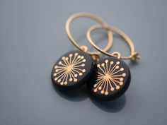 Krinke porcelain Creole 'fiori' gold on black - Trend Jewelry Model 2020 Terracotta Earrings, Terracotta Jewellery, Ceramic Jewelry, Resin Jewelry, Jewelry Crafts, Handmade Jewelry, Porcelain Jewelry, Porcelain Doll, Cold Porcelain
