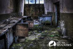 Opuszczona fabryka dziewiarska UNIA: Zakłady Dziewiarskie Unia to bardzo klimatyczne opuszczone miejsce. Na zdjęciu pracownia.