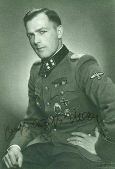 Ernst August Krag February 1915 – 24 May German Soldier, German Army, Ernst August, Operation Barbarossa, Ww2 Photos, The Third Reich, Portraits, Luftwaffe, World War Two