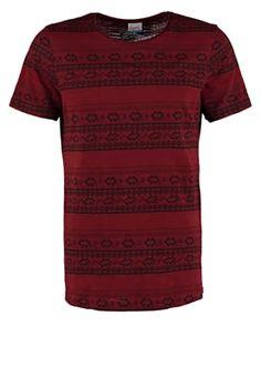 Voll im Trend mit diesem Oberteil. Jack & Jones JORJACQUARD - T-Shirt print - syrah für 19,95 € (10.07.16) versandkostenfrei bei Zalando bestellen.