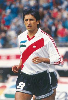Ramón School Football, Sport Football, All Star, Fifa, Soccer Shorts, Fc Barcelona, Football Players, Carp, Retro