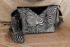 Sac Mambo feuillage noir et blanc de Liza - Patron de sac Sacôtin