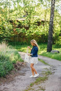 Summer dress, denim jacket and sneakers – why does it look good together?   Make Life Easier