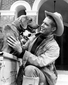George Peppard - with his dogs Hollywood Men, Golden Age Of Hollywood, Classic Hollywood, George Peppard, 70s Tv Shows, Why I Love Him, First Humans, Black N White Images, Film Stills
